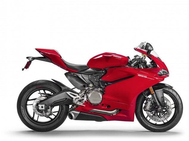 2016-Ducati-959-Panigale-USA-model-18