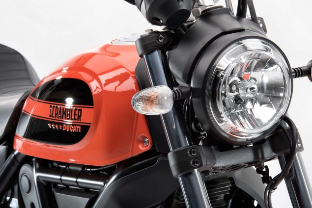 2016-Ducati-Scrambler-Sixty2-14
