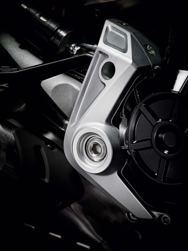 2016-Ducati-XDiavel-S-26