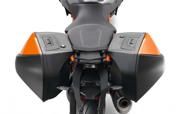 2016-KTM-1290-Super-Duke-GT-18