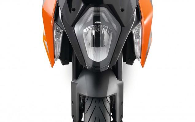 2016-KTM-1290-Super-Duke-GT-26