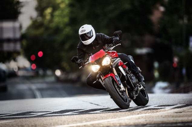 2016-Triumph-Speed-Triple-02