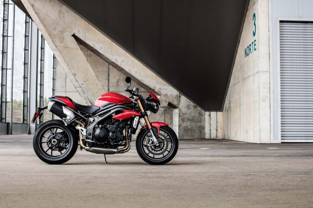 2016-Triumph-Speed-Triple-03