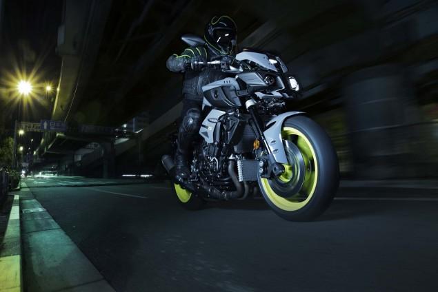 2016-Yamaha-MT-10-action-04