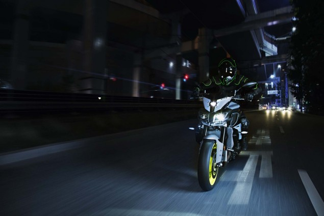 2016-Yamaha-MT-10-action-05