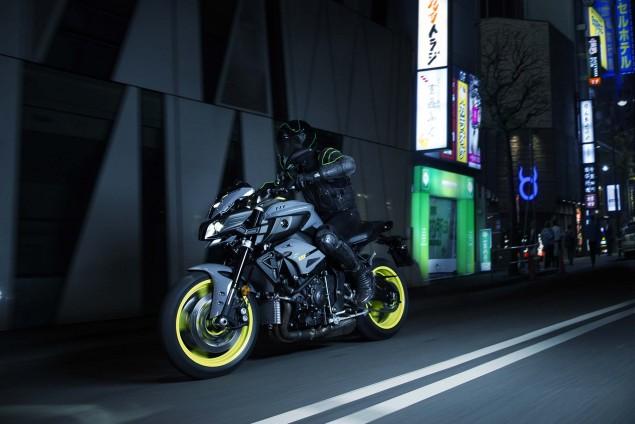 2016-Yamaha-MT-10-action-08