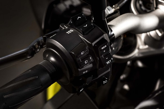 2016-Yamaha-MT-10-details-02