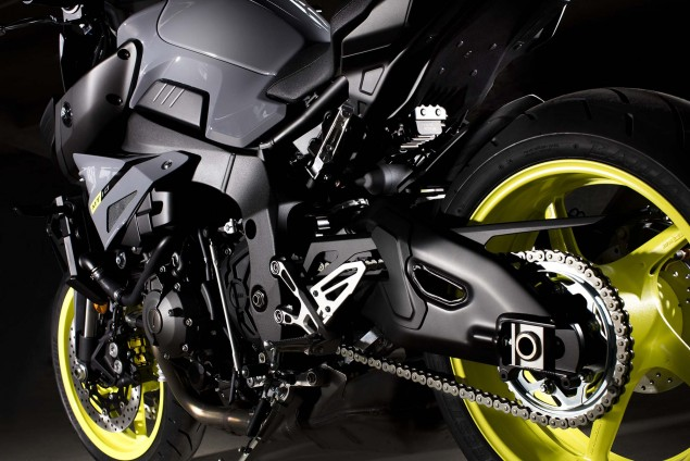 2016-Yamaha-MT-10-details-05
