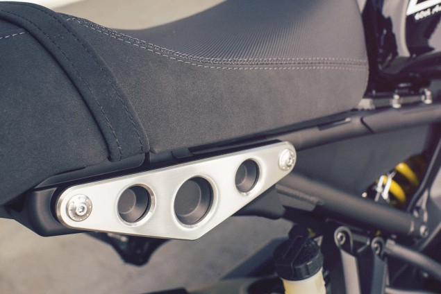 2016-Yamaha-XSR900-details-07