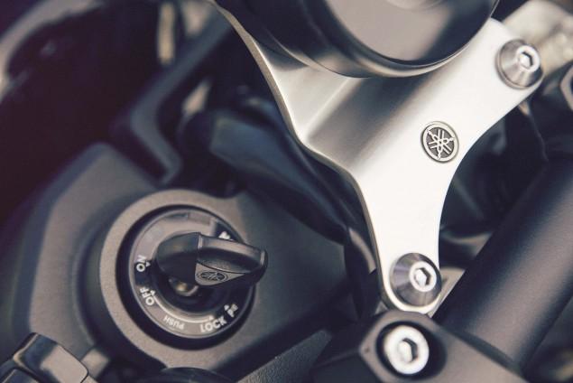 2016-Yamaha-XSR900-details-10