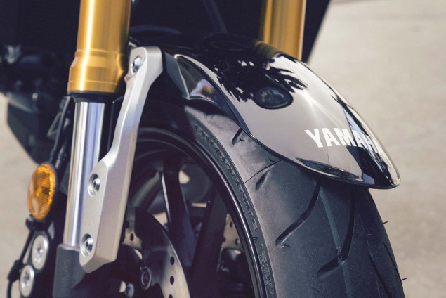 2016-Yamaha-XSR900-details-12