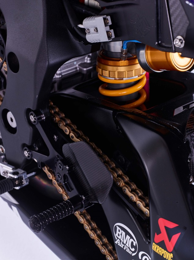 2016-Yamaha-YZF-R1-World-Superbike-17