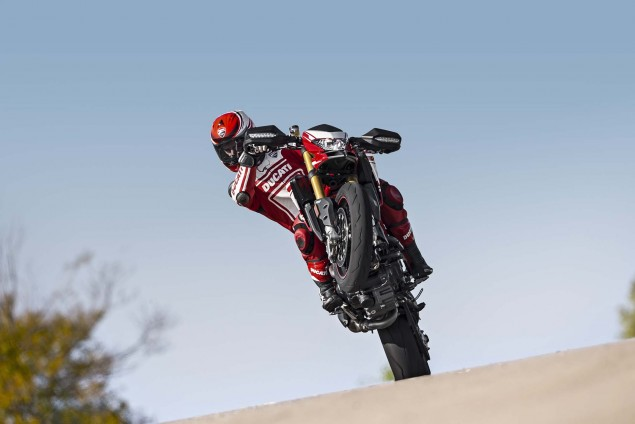 2016-Ducati-Hypermotard-939-SP-05