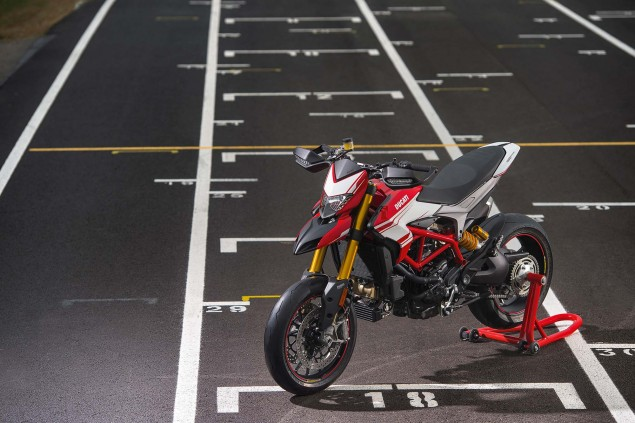 2016-Ducati-Hypermotard-939-SP-16