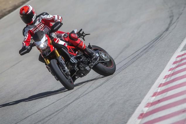 2016-Ducati-Hypermotard-939-SP-44
