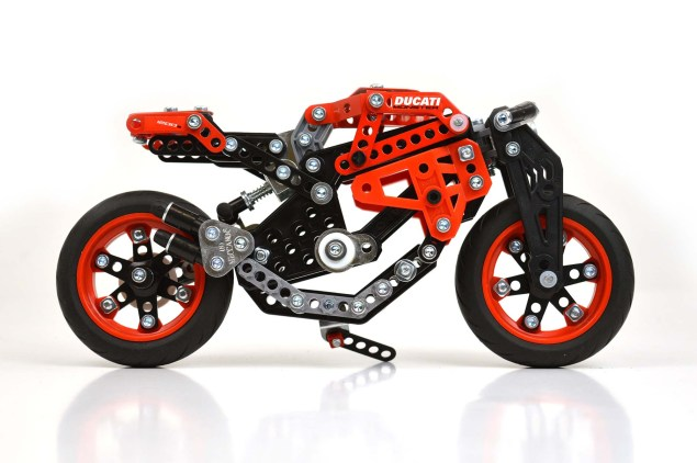Meccano-Ducati-Monster-1200-S-01
