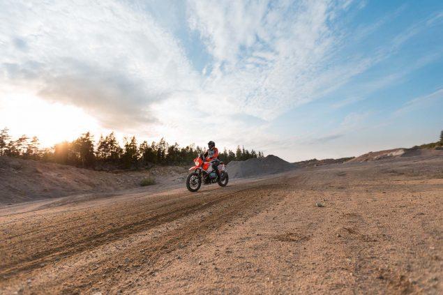 BMW-Lac-Rose-R-nineT-Dakar-Rally-concept-09