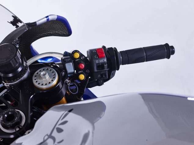 GMT94-Yamaha-YZF-R1-Official-EWC-race-bike-14