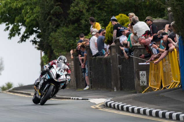 michael-dunlop-hawk-racing-bmw-s1000rr-superbike-tt-tony-goldsmith