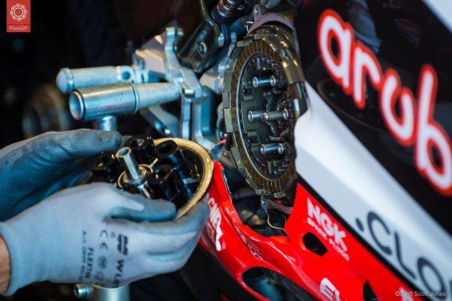 WSBK-2016-Laguna-Seca-Ducati-clutch