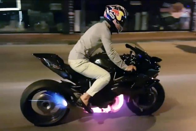 Kenan-Sofuoglu-Kawasaki-Ninja-H2R-rolling-burnout