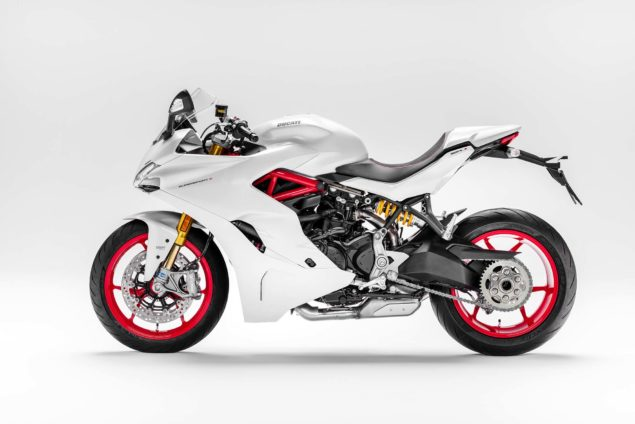 2017-ducati-supersport-s-04