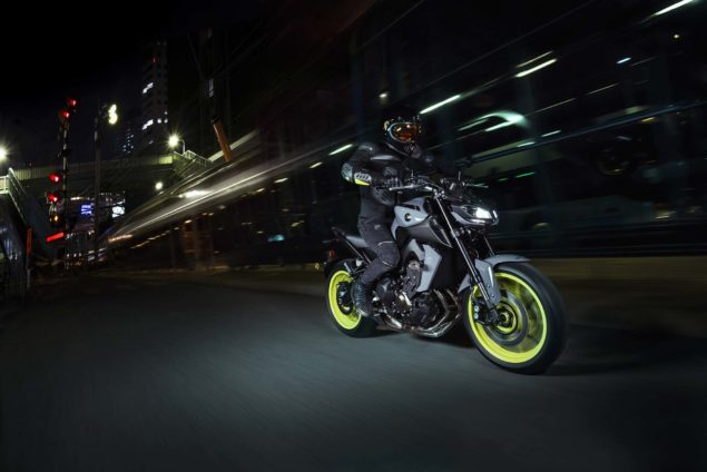 2017-yamaha-mt-09-europe-action-04