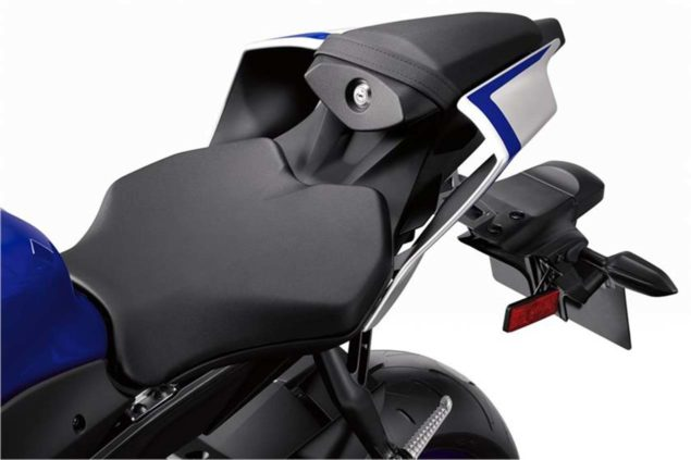 2017-yamaha-yzf-r6-low-res-08