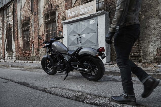2017-honda-rebel-500-300-lifestyle-13