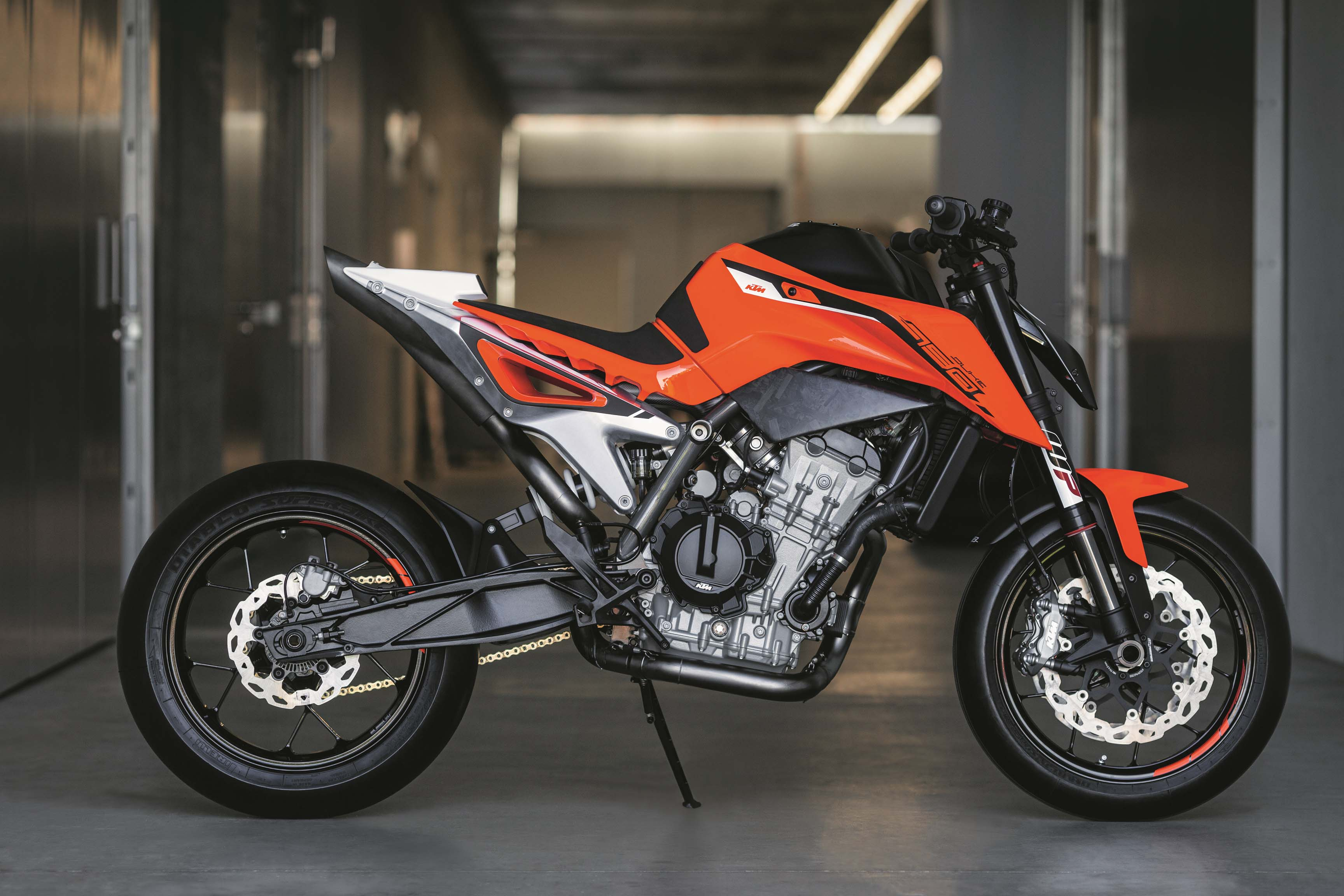 ktm 790 duke prototype debuts with parallel twin engine. Black Bedroom Furniture Sets. Home Design Ideas