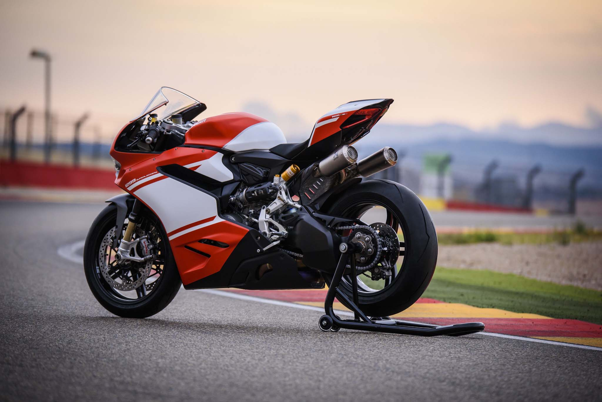 xxx 21 hi res shots of the ducati 1299 superleggera. Black Bedroom Furniture Sets. Home Design Ideas