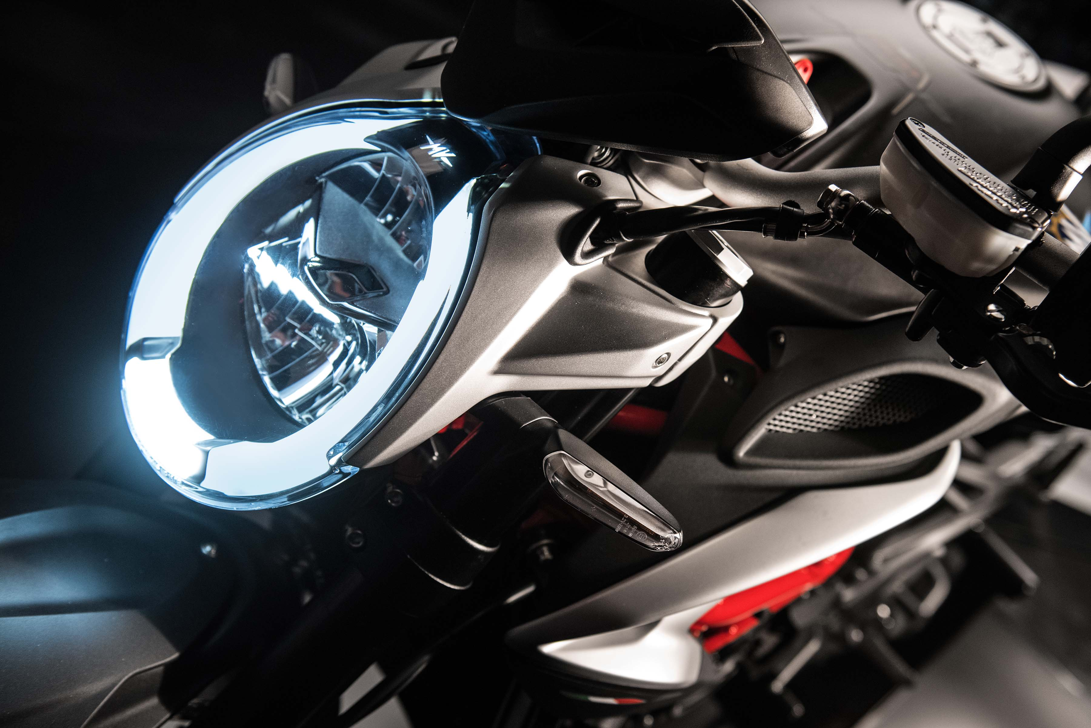 new mv agusta brutale 800 finally coming to the usa asphalt rubber. Black Bedroom Furniture Sets. Home Design Ideas