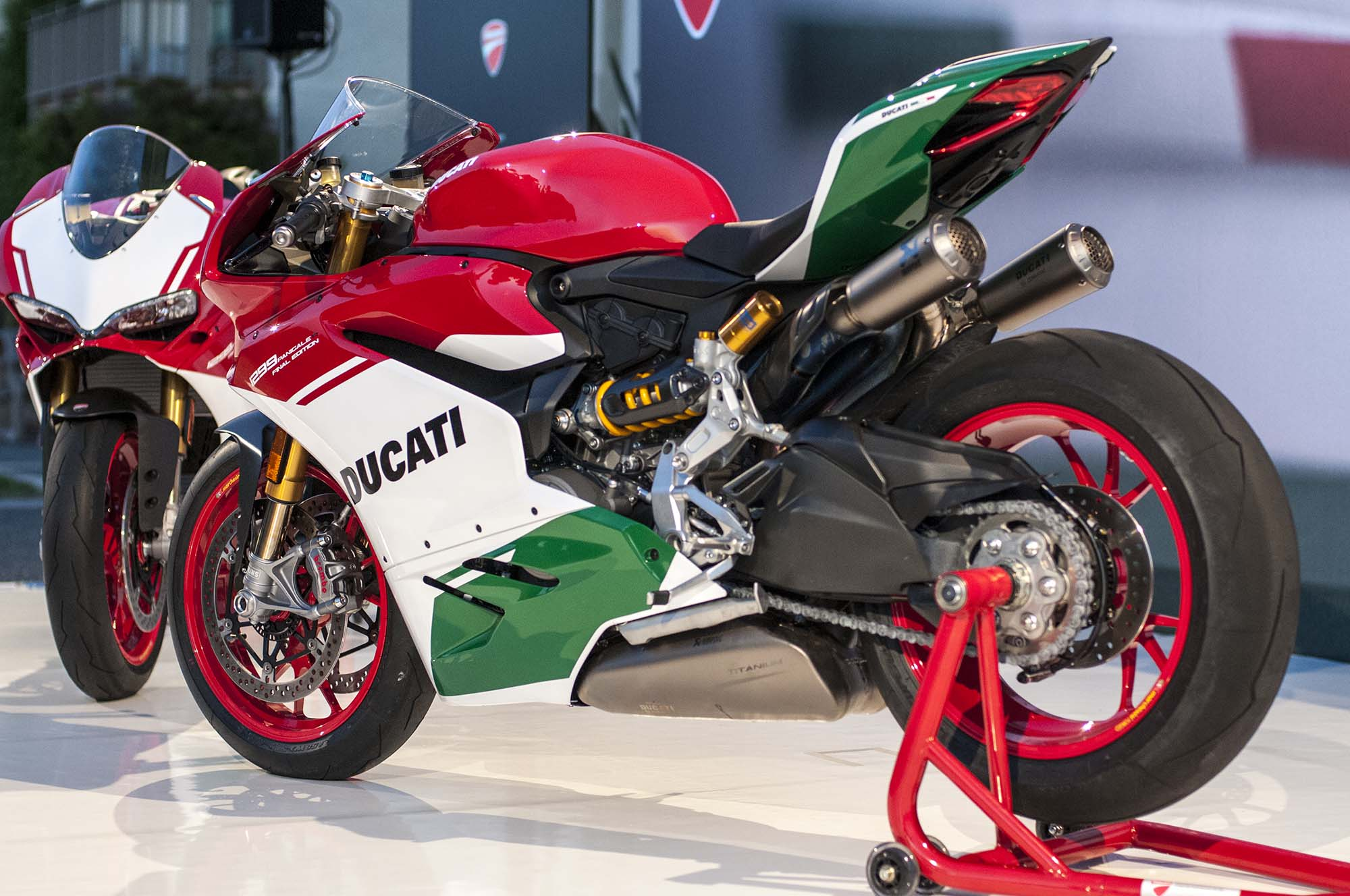 up-close with the ducati 1299 panigale r final edition - asphalt