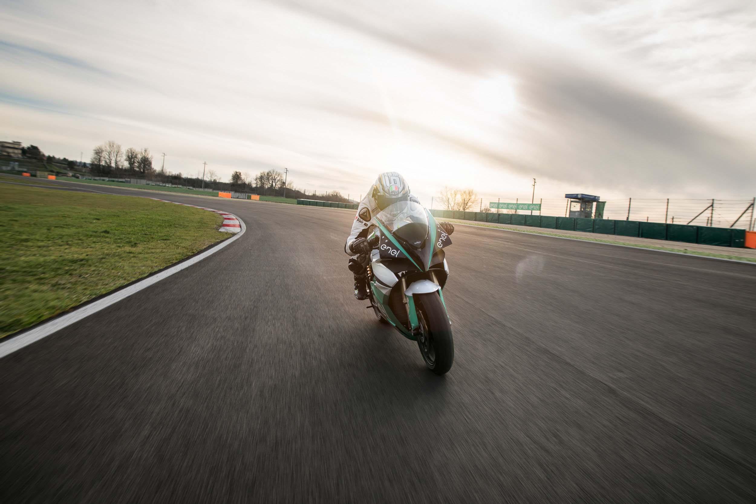 La sportive verte du futur - Page 16 FIM-Enel-MotoE-World-Cup-Energica-Ego-race-bike-01