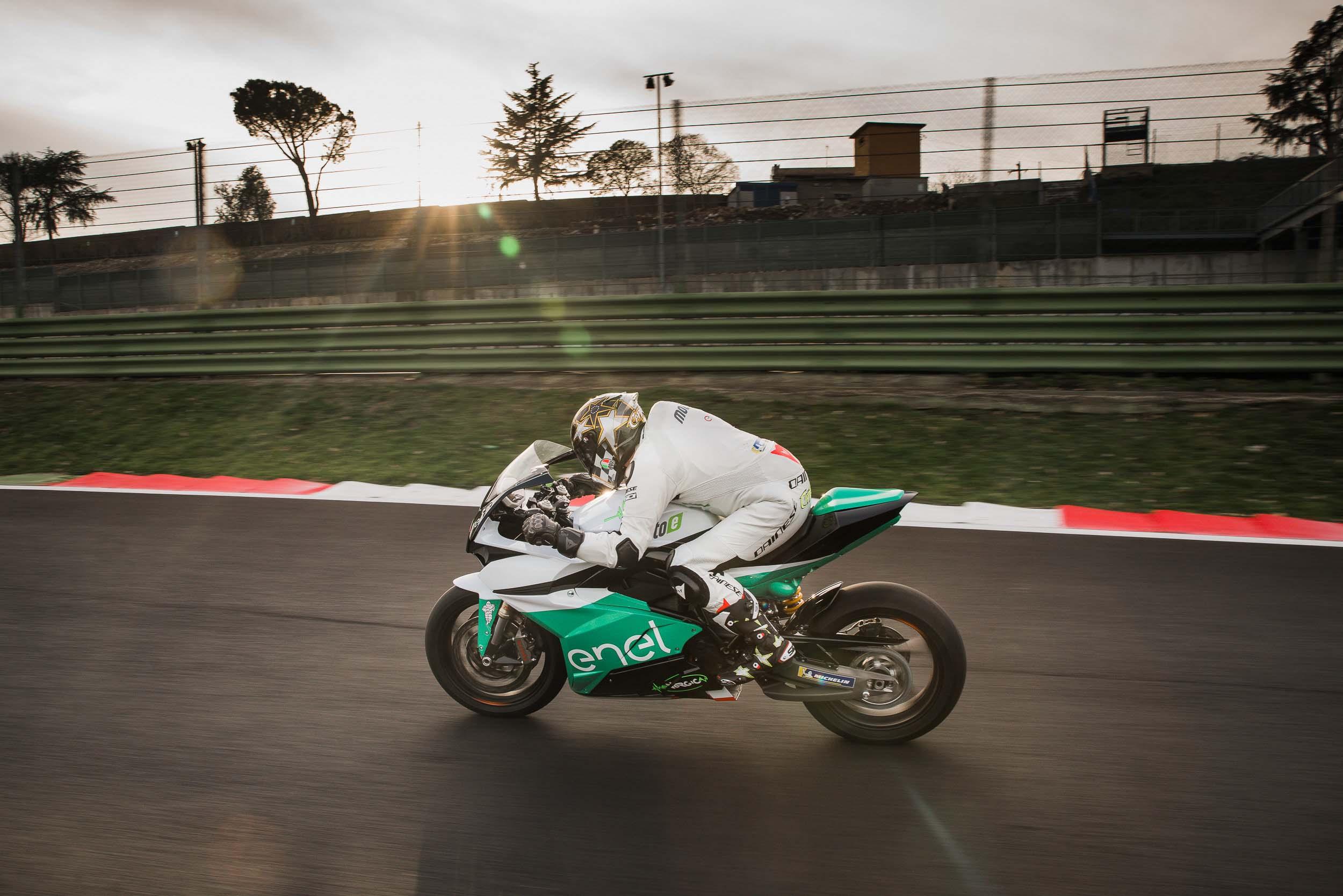 La sportive verte du futur - Page 16 FIM-Enel-MotoE-World-Cup-Energica-Ego-race-bike-02