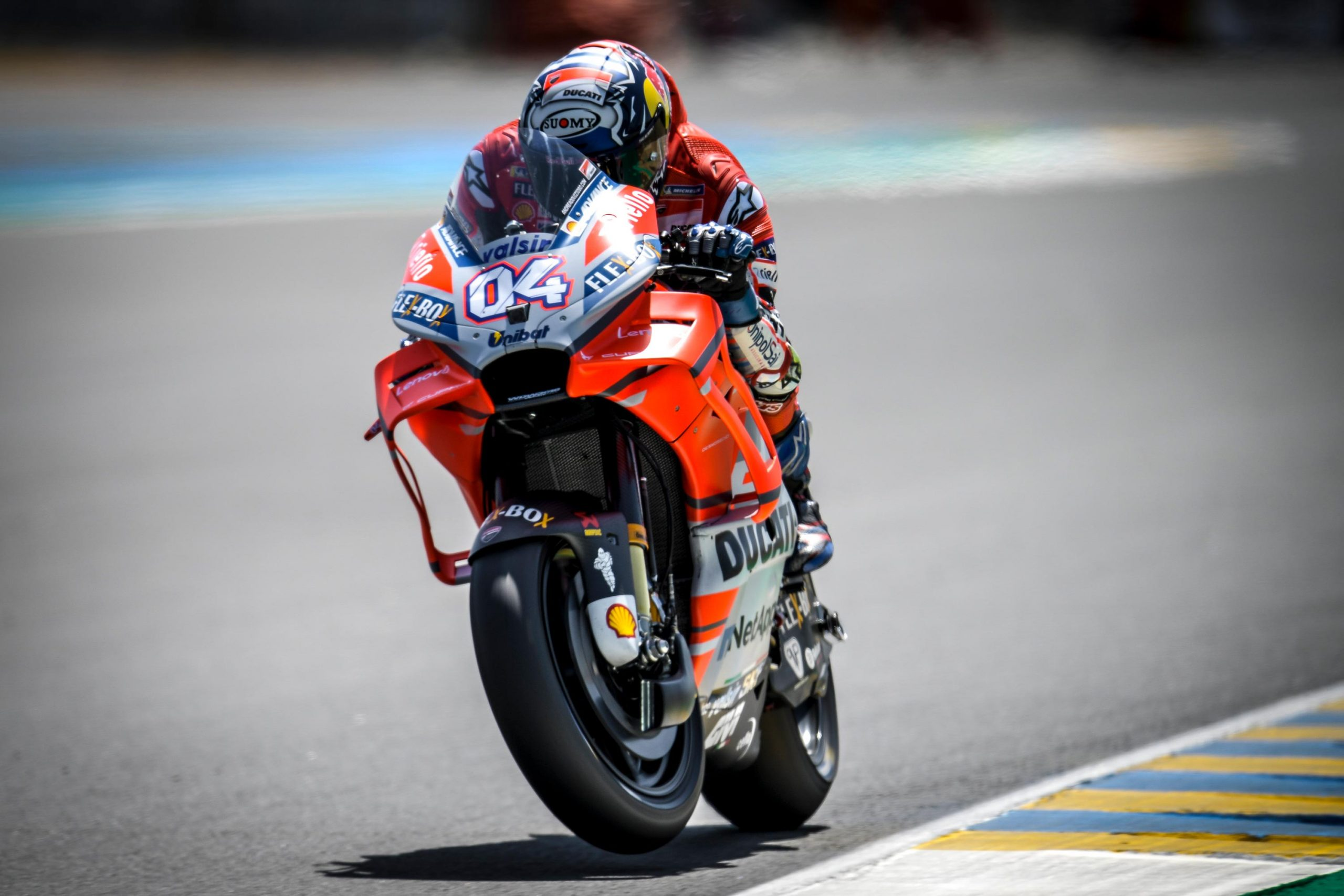 Friday Motogp Summary At Le Mans Old Hards Vs New Softs Avoiding Electronics Dovi S New Deal Asphalt Rubber