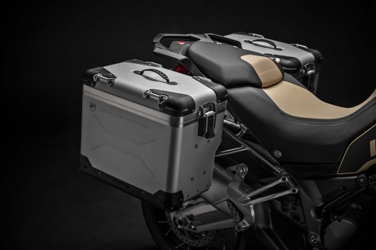 2019-Ducati-Multistrada-1260-Enduro-41
