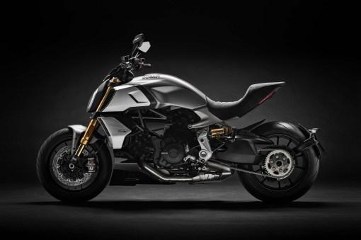 2019-Ducati-Diavel-1260-S-07