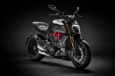 2019-Ducati-Diavel-1260-S-17