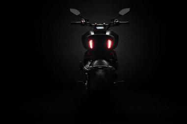 2019-Ducati-Diavel-1260-S-38