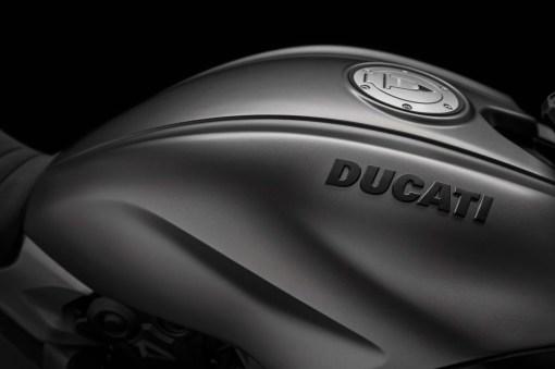 2019-Ducati-Diavel-1260-S-40