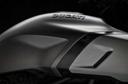 2019-Ducati-Diavel-1260-S-59