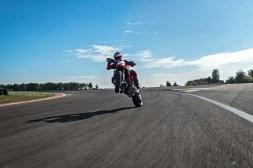 2019-Ducati-Hypermotard-950-SP-14