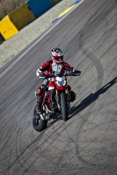 2019-Ducati-Hypermotard-950-SP-30