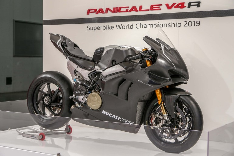 ducati panigale v4 rs19 is ready for racing duty asphalt rubber. Black Bedroom Furniture Sets. Home Design Ideas