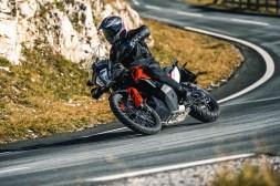 2019-KTM-790-Adventure-04