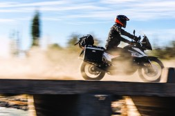 2019-KTM-790-Adventure-08