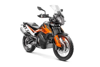 2019-KTM-790-Adventure-14