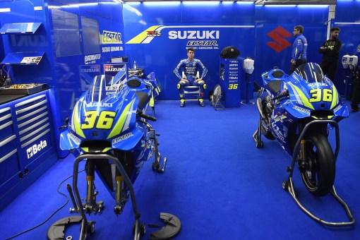 ECSTAR-Suzuki-MotoGP-Valencia-Test-01