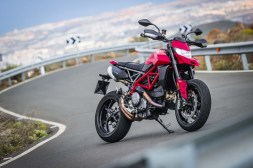 2019-Ducati-Hypermotard-950-press-launch-static-08